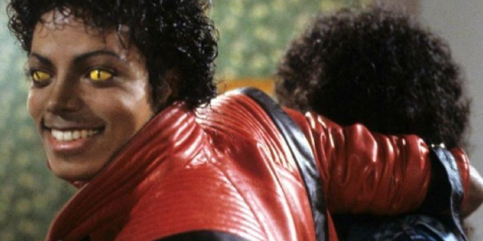 La cara de la persona es excesivamente cubierta de vello. La enfermedad es hereditaria y se cree que de ahí nació el mito. Foto:vía Youtube/Michael Jackson