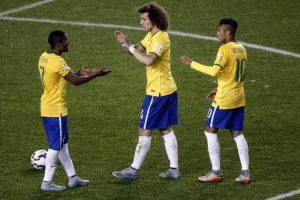 Brasil tuvo complicaciones para vencer 2-1 a Perú Foto:AFP