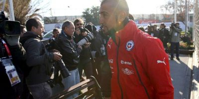 El mediocampista chileno, Arturo Vidal, había sufrido un accidente de tránsito. Foto:Vía facebook.com/SeleccionChilena