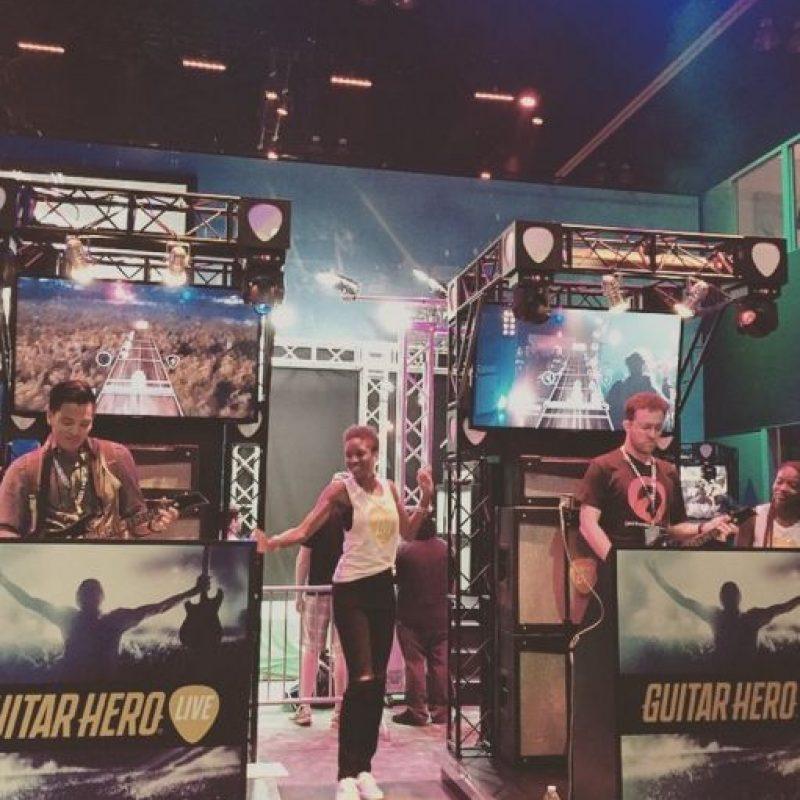 """Una exhibición en vivo del nuevo """"Guitar Hero"""" Foto:instagram.com/audreyharteauthor"""