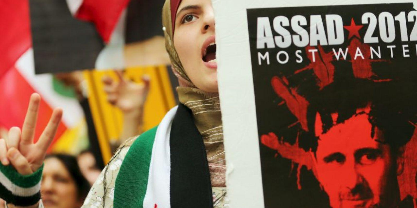 Al parecer mediante bombas de cloro se han intoxicado a muchos sirios. Foto:Getty Images