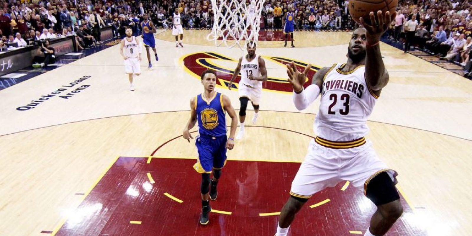 """""""Defensivamente, nunca se dio una batalla de uno contra uno. Cada vez que lo superaba, siempre tenía a otro jugador de los Warriors que me marcaba…"""" Foto:Getty Images"""