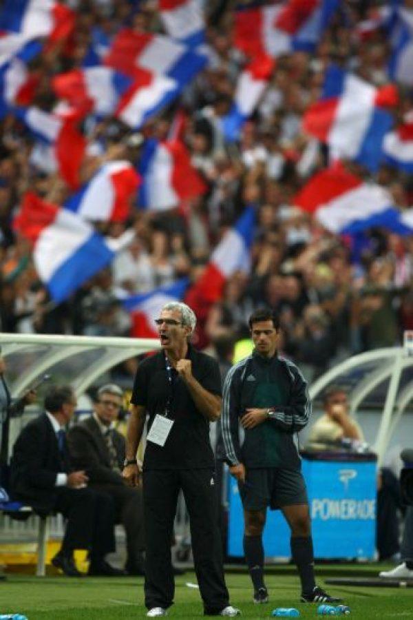 En el medio tiempo del partido entre Francia y México, en el Mundial de 2010, Anelka fue expulsado de la selección gala, después de insultar al DT. Foto:Getty Images