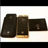 El jugador del Mónaco tiene un móvil personalizado, con sus bordes en oro de 24 kilates, acabados en cuero y sus iniciales grabadas. Foto:Vía instagram.com/FALCAO