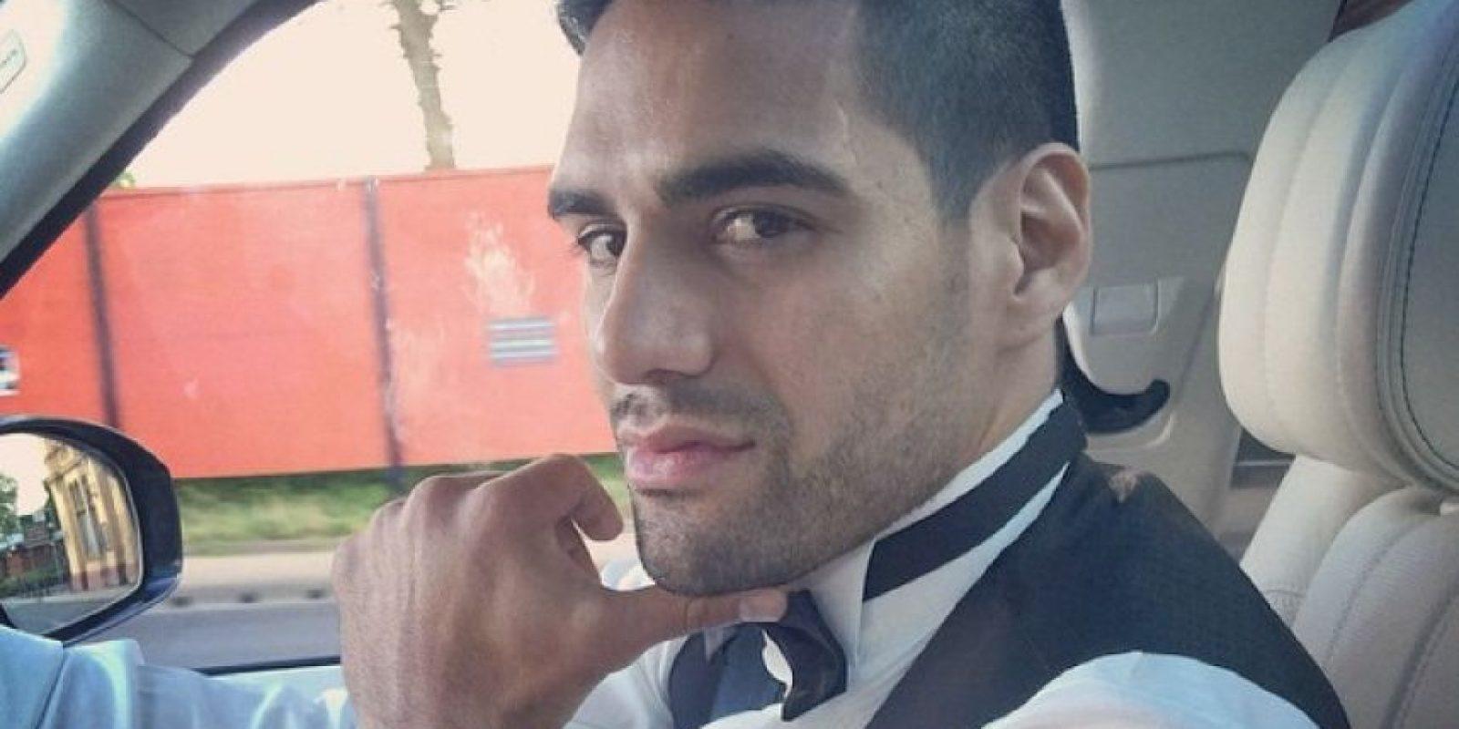 """El """"Tigre"""" no es un derrochador """"consagrado"""", pero sí sorprendió al mostrar en redes sociales su celular de oro. Foto:Vía instagram.com/FALCAO"""