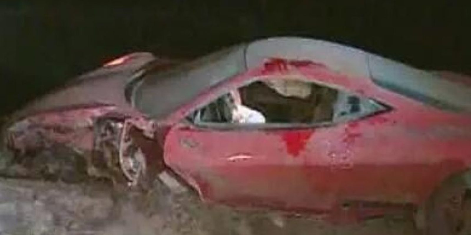 Así quedó el Ferrari del jugador. Foto:vía Twitter