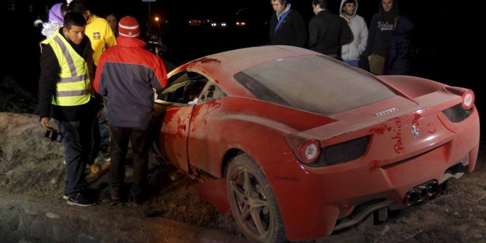 ¿Lo vieron? Un misterioso nombre apareció en el Ferrari destrozado de Arturo Vidal. Foto:AFP