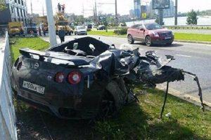 El futbolista ruso Yeschenko estrelló su lujoso deportivo al manejar a más de 170 km/h. Foto:bolaride.com