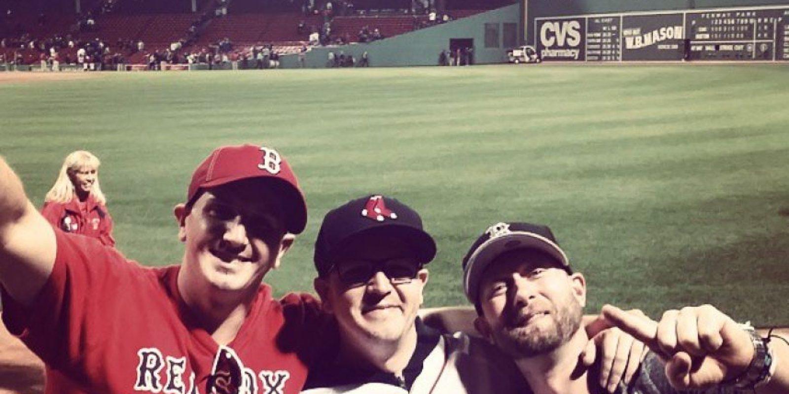 Pero también aplica para otros deportes, por ejemplo, un jersey de los Red Sox hará que su pasión por el béisbol aumente y quizá, se ponga a hacer brazos practicando lanzamientos de pitcheo. Foto:Vía instagram.com/jelvisimpressly