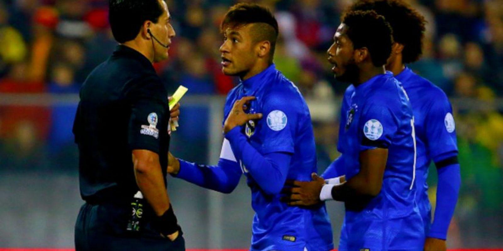 El árbitro chileno Enrique Osses expulsó al brasileño cuando ya había finalizado el encuentro. Foto:Getty Images