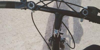 Una sola hora de bicicleta sirve para quemar ¡hasta 500 calorías! Además, según estudios, los ciclistas tienen mayor energía que las personas que no practican esta actividad. Foto:Vía instagram.com/santyaragon02