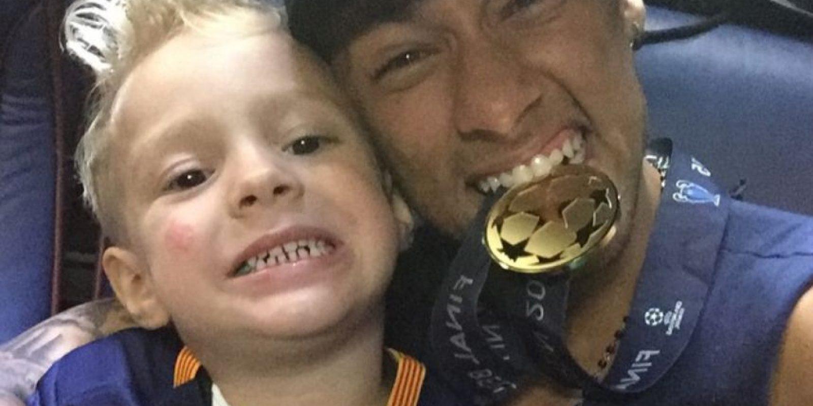 El astro brasileño no pierde la oportunidad de fotografiarse con su pequeño Davi Lucca da Silva. Foto:Vía instagram.com/neymarjr