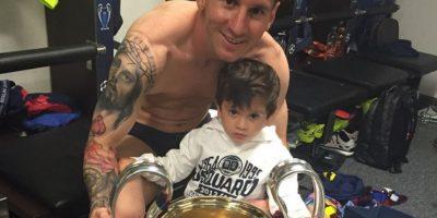 El argentino festeja sus títulos junto a su hijo Thiago. Foto:Vía instagram.com/leomessi