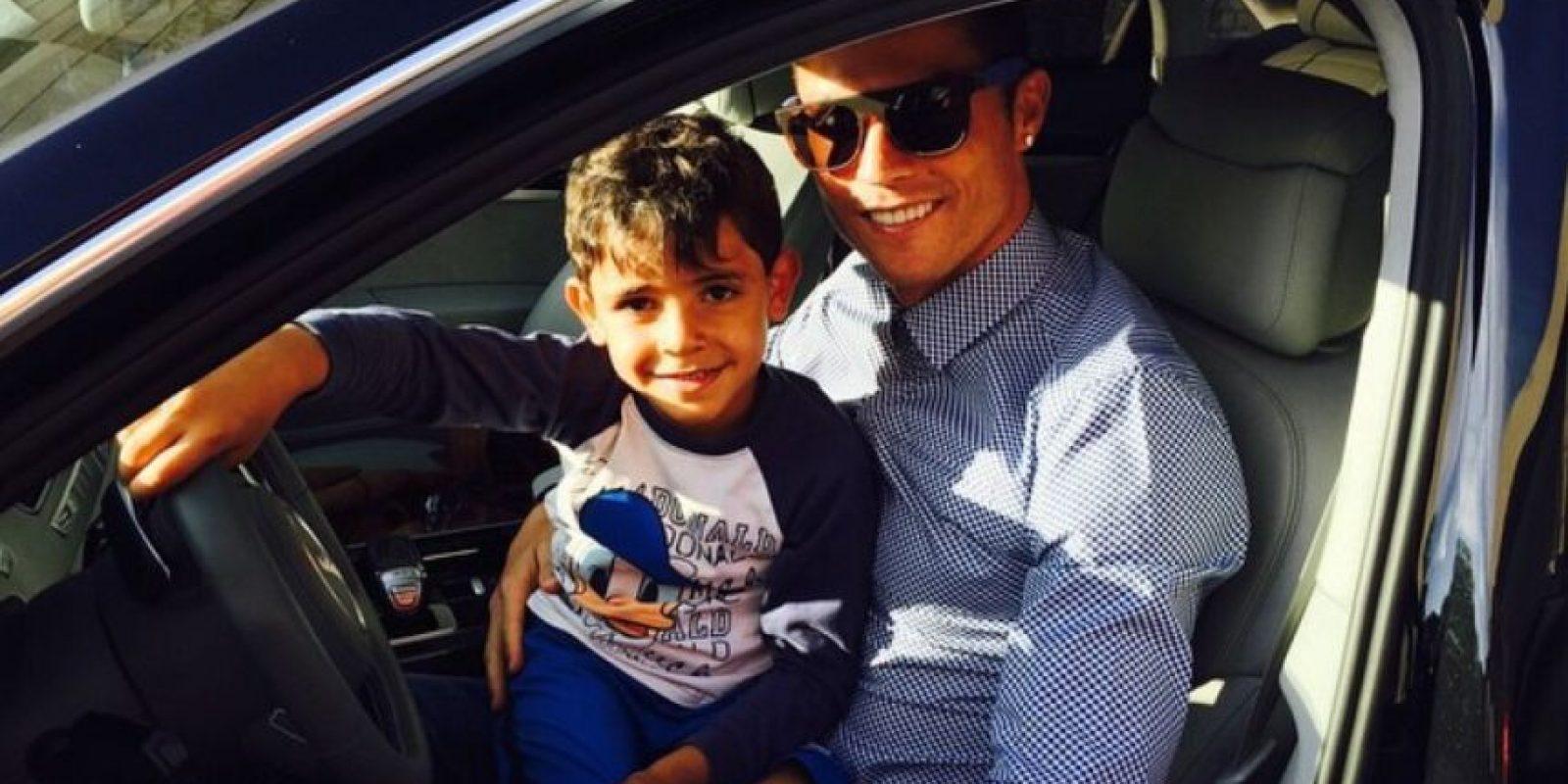 El luso junto a su hijo Cristiano Jr. Foto:Vía instagram.com/cristiano