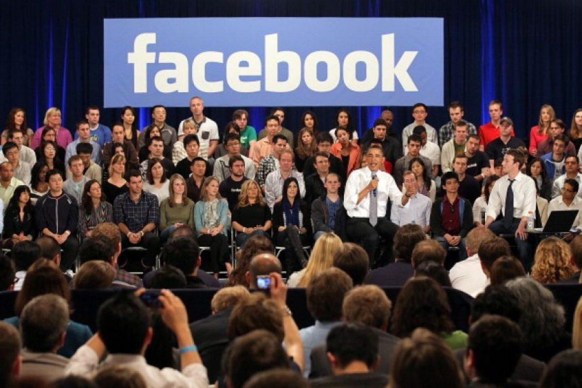 """Cuestionado sobre de qué se trataba su plataforma, el fundador de la red social más importante del la actualidad comentaba que era una especie de """"directorio en línea"""" en el que los usuarios pueden """"escribir, hacer un perfil sobre ellos, responder algunas preguntas y conocer información sobre los demás"""". Foto:Getty Images"""