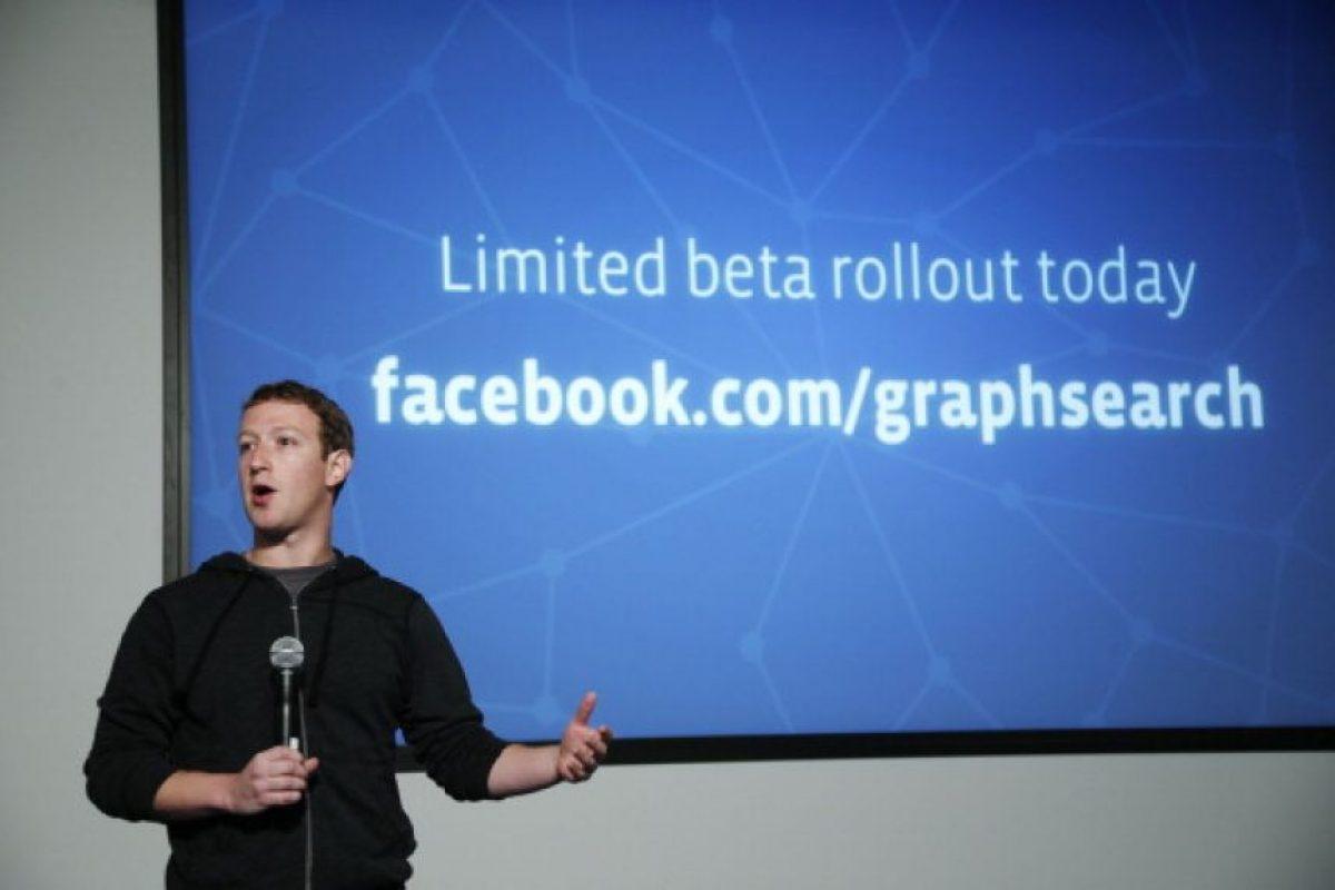 Antes de ser famoso y millonario, Mark Zuckerberg era un tímido estudiante universitario que se emocionaba con lo que estaba logrando en su juventud. Foto:Getty Images