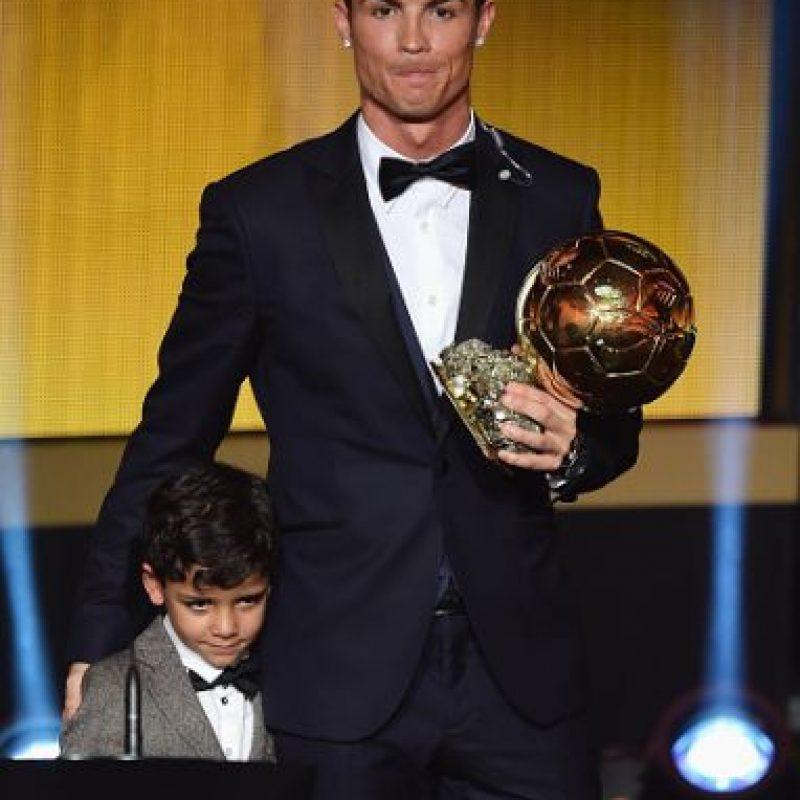 El crack portugués es padre y madre de Cristiano Jr, a quien decidió criar él solo por contrato. Foto:Getty Images
