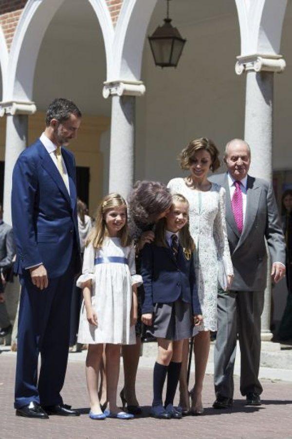 El pasado 20 de mayo, la hija del rey Felipe VI reunió a la Familia Real española en la Parroquia Asunción de Nuestra Señora, con motivo de su primera comunión. Foto:Getty Images