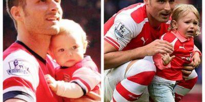 El delantero francés del Arsenal es padre de una niña. Foto:Vía twitter.com/giroudjen