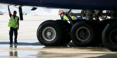 Debido a que otro hombre fue hallado en el tren de aterrizaje de un avión, autoridades creen que de ahí proviene el otro cuerpo. Foto:Getty Images