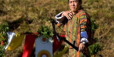"""En este país asiático el """"rey de los deportes"""" es el tiro con arco. Lo practican todos sus habitantes y está incluído en los festejos de año nuevo donde los hombres practican esta actividad vestidos con el traje tradicional. Foto:Getty Images"""