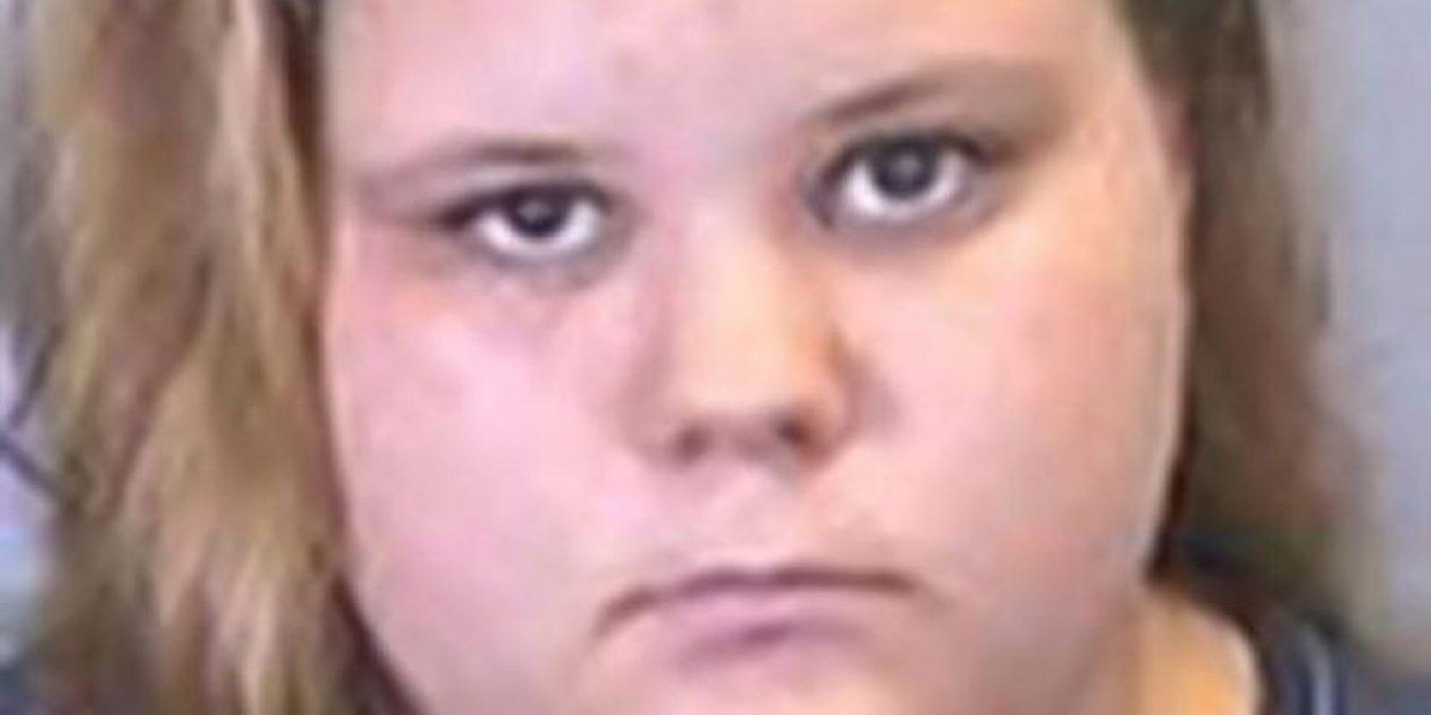 """Ashley Miller ha sido acusada de tener actos indecentes con animales luego de que se descubriesen """"selfies"""" suyas teniendo un acto sexual con su pitbull. Foto:vía Policía de Bradenton"""