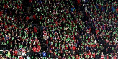 Con tarjetas verdes y en silencio, los chilenos respetaron los himnos de sus rivales Foto:Facebook