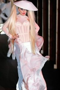 """Grunge rosa en tono """"My Fair Lady"""". Foto:vía Getty Images"""