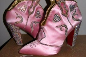 8. Los texanos de satín rosado y perlas para el amor. Ni Selena se hubiera puesto eso. Foto:vía Tumblr