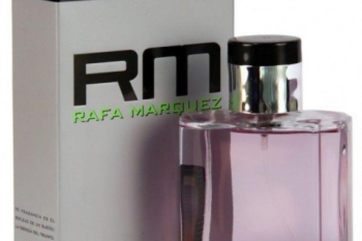 En 2007, el futbolista mexicano presentó su perfume que llevó su mismo nombre. Foto:http://www.blaugranas.net