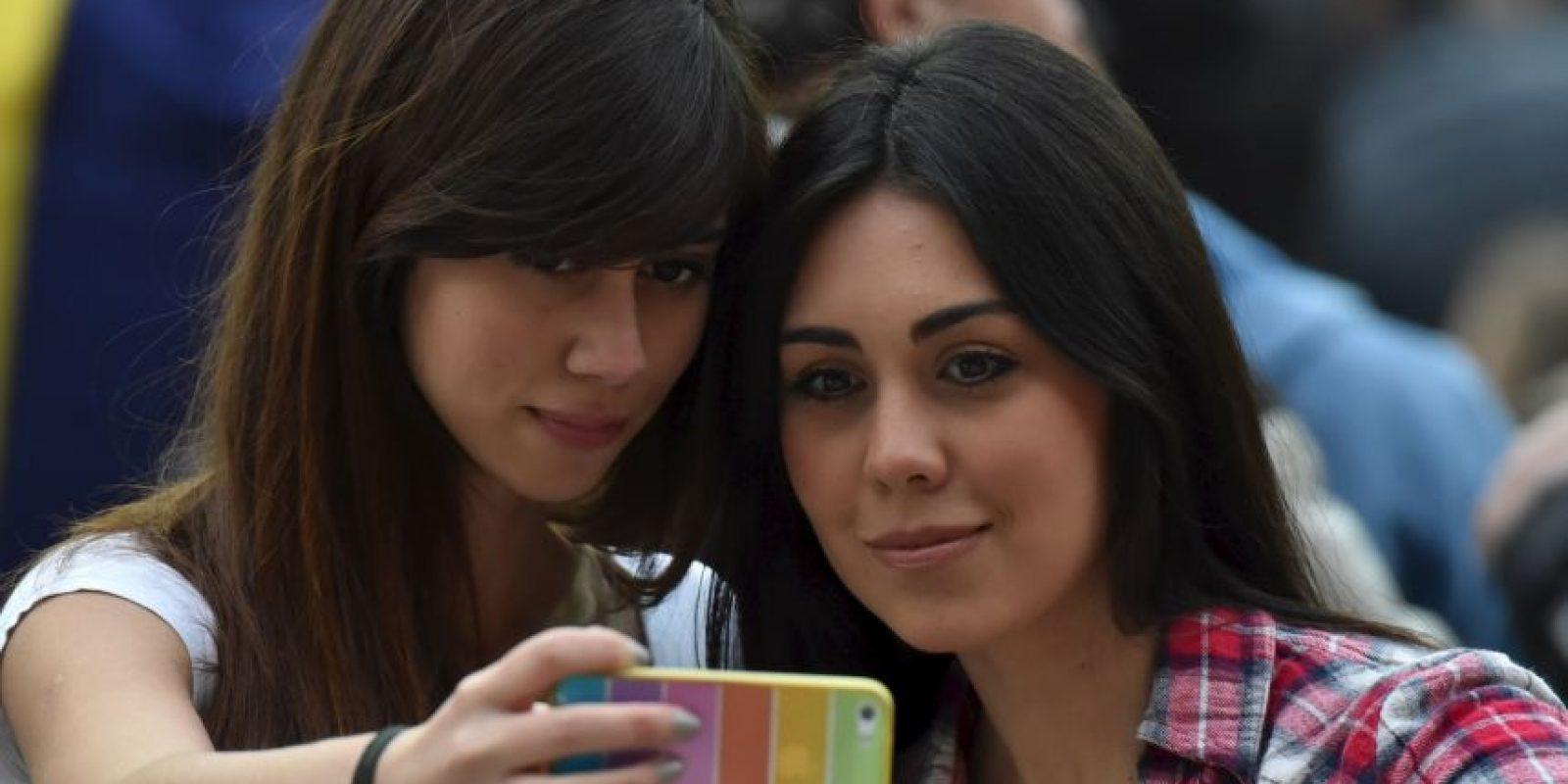 Ellas se tomaron un selfie durante el partido Brasil vs. Venezuela Foto:AFP