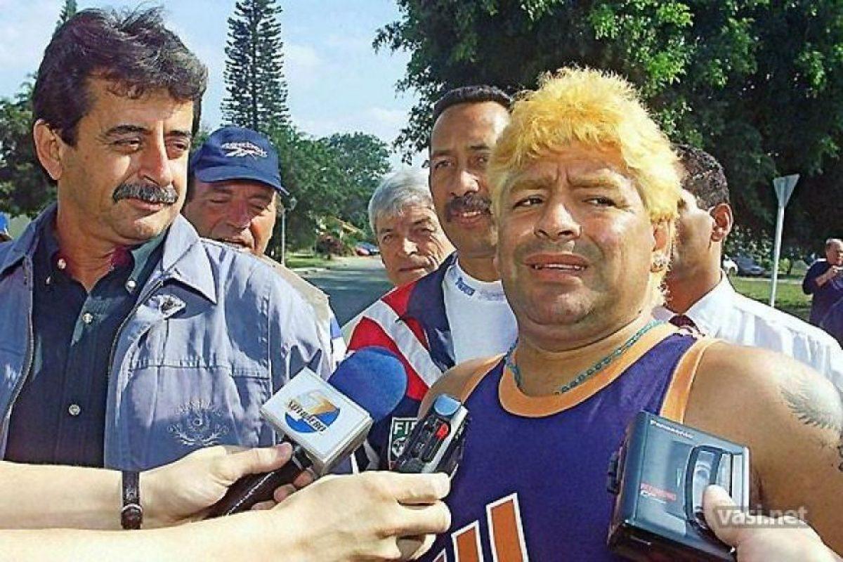 En el 2000 fue internado de emergencia en un hospital de Uruguay por una sobredosis de cocaína. Foto:Vía twitter.com/maradonapics
