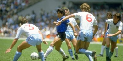 Ante Inglaterra marcó dos goles: el primero, anotado con la mano, y el segundo, una verdadera joya en la historia del fútbol. Foto:Getty Images