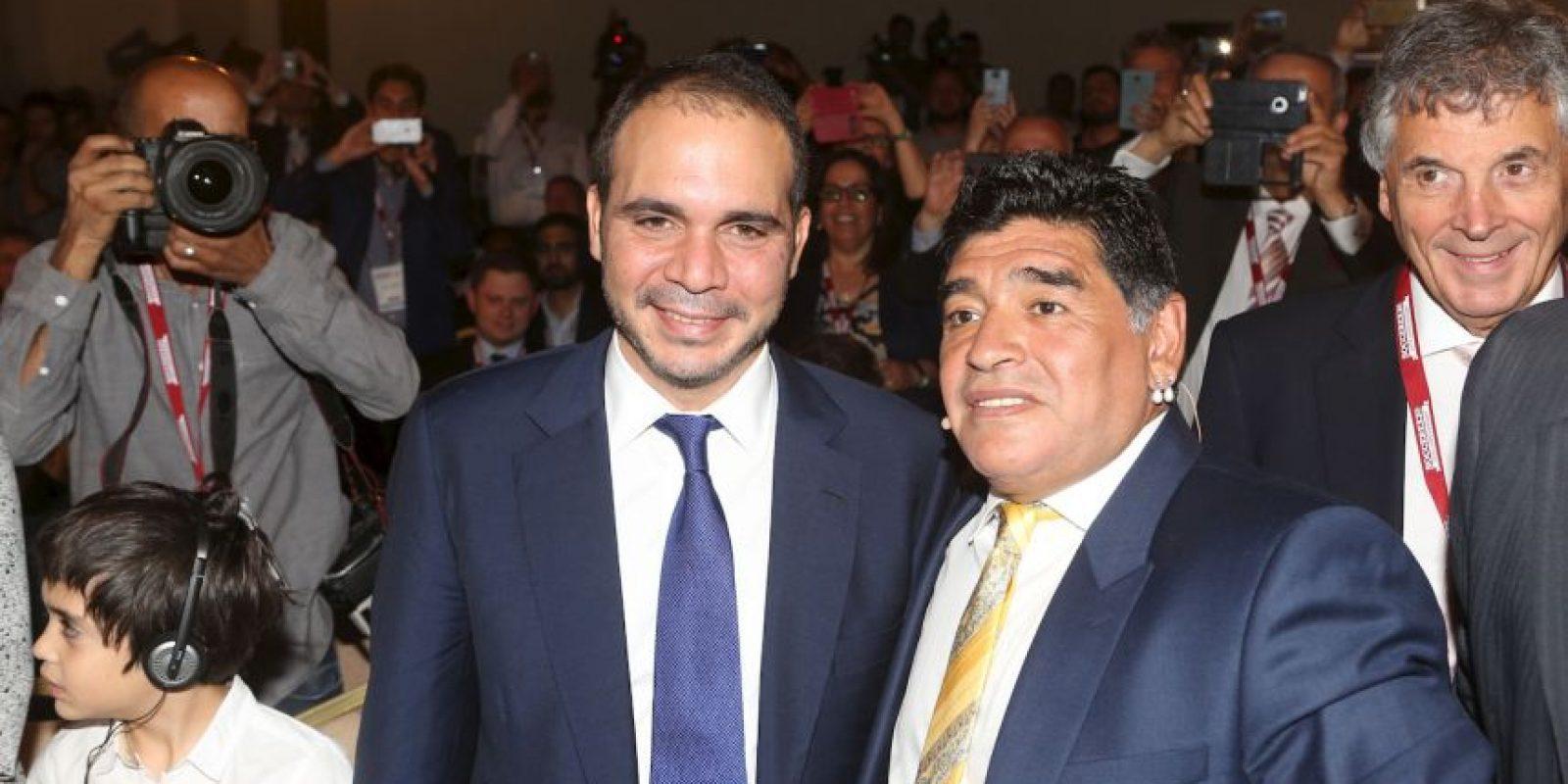 Maradona fue uno de los principales promotores de la candidatura del príncipe de Jordania, Ali Bin Al Hussein, a la presidencia de la FIFA, aunque este fue derrotado por Joseph Blatter en las elecciones del pasado 29 de mayo. Foto:Getty Images