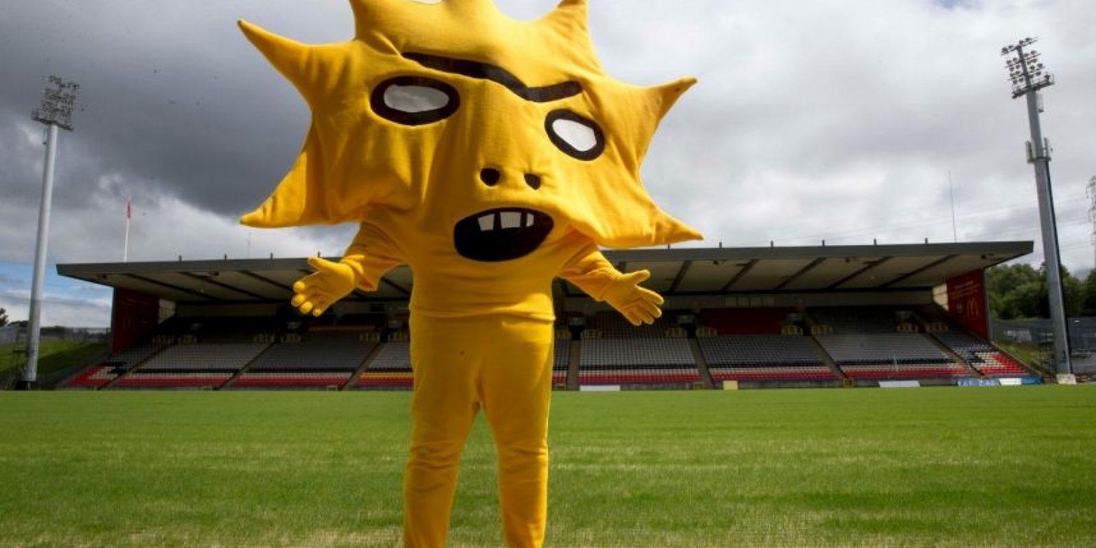 Esta (¿estrella con pies?) es la nueva mascota del Patrick Thistle de Escocia. Llamó la atención en todo el mundo por ser tan… original. Foto:ptfc.co.uk