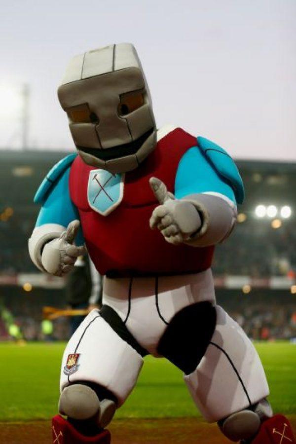 """El """"poderoso guerrero de hierro"""" que es la mascota del West Ham. Foto:Getty Images"""