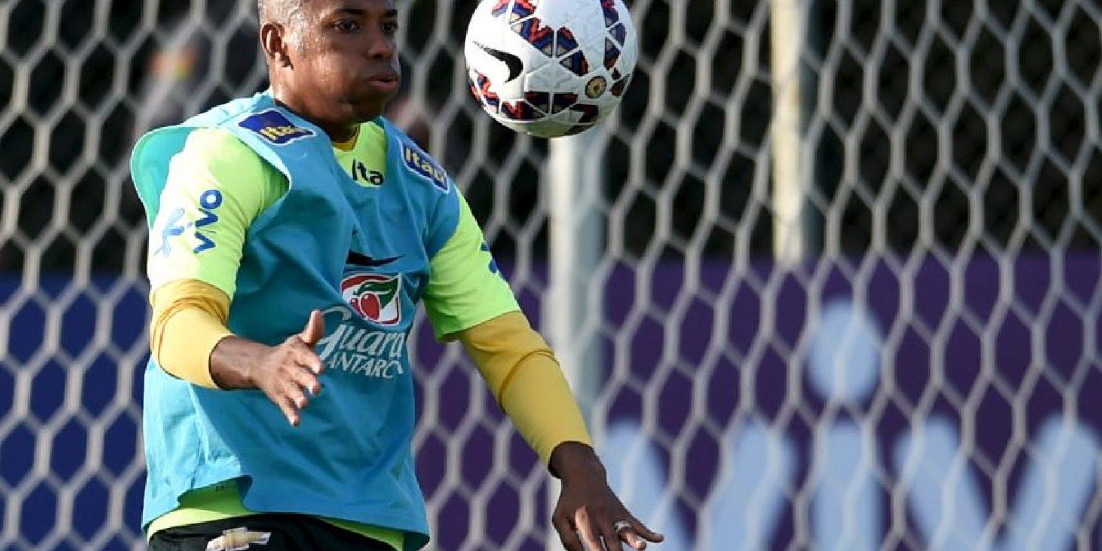 El propio director deportivo del equipo, Joaquín Beltrán, reconoció el interés de los Gallos por el brasileño. Foto:Getty Images