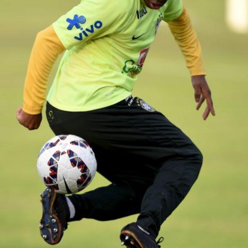 Actualmente, Robinho juega para el Santos de Brasil y recibe 3.8 millones de dólares de sueldo, por lo que Querétaro busca mejorar la oferta y ofrecerle 4 millones de dólares. Foto:Getty Images