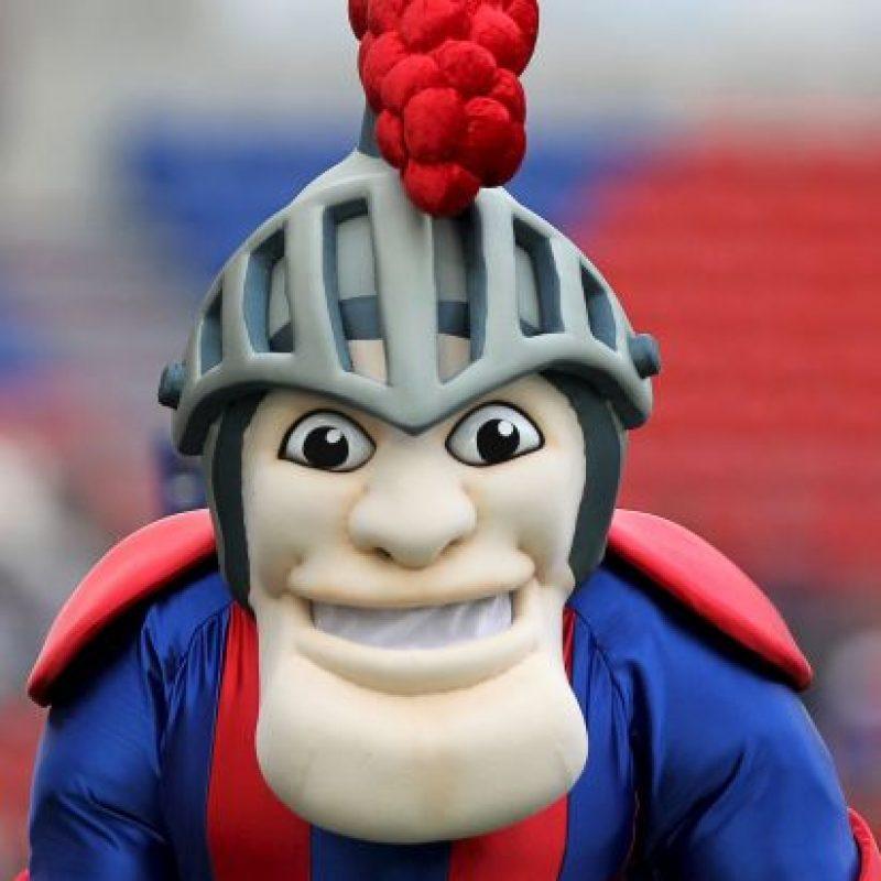 Los Newcastle Knights de la liga de rugby australiana tienen a este caballero como mascota. Foto:Getty Images