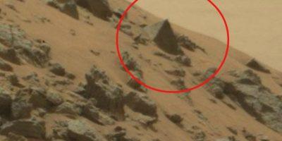 """Robot Curiosity encuentra una """"pirámide egipcia"""" en Marte"""