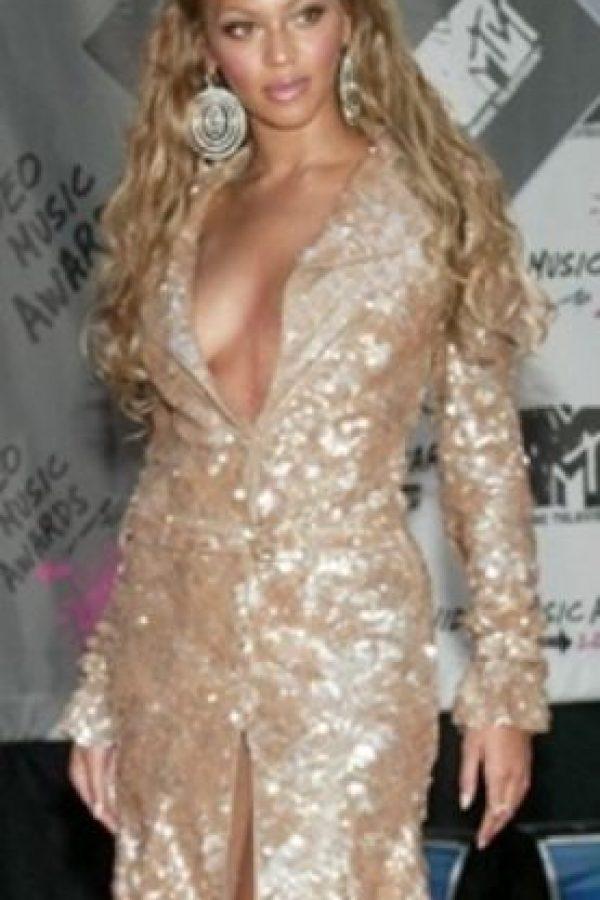 """Glamourama, pero más setentero. ¿Se acuerdan cuando Beyoncé interpretó a """"Foxy Cleopatra"""" en """"Austin Powers""""? Pues no lo dejó. Foto:vía Tumblr/CelebsCopyJLo"""
