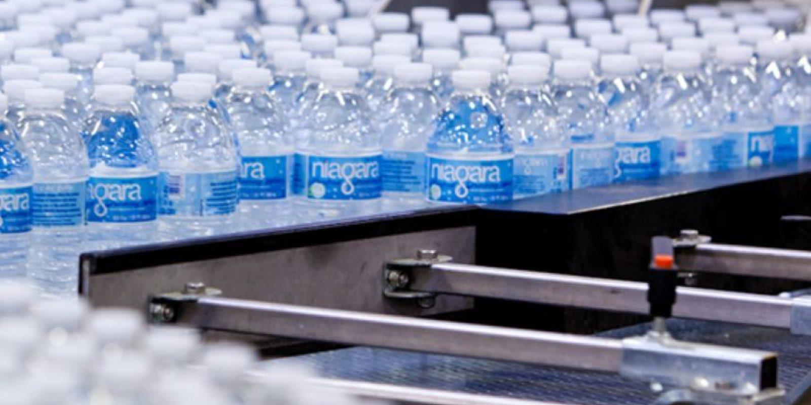 Compañía de agua potable Niagara Bottling reportó bacteria en sus productos. Foto:Vía niagarawater.com