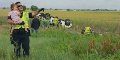 Emotivo momento: Policía distrae a niña para no ver el accidente donde murió su padre