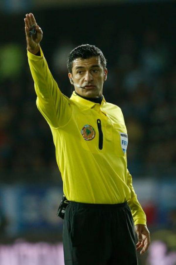 Dirigió el Paraguay vs. Argentina de la primera ronda y será el encargado de pitar el Bolivia vs. Perú en cuartos de final. Foto:Getty Images