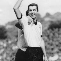 Con Alemania ganó la Eurocopa de 1974 y dos años después, a los 30, el Mundial de 1974. Foto:Getty Images