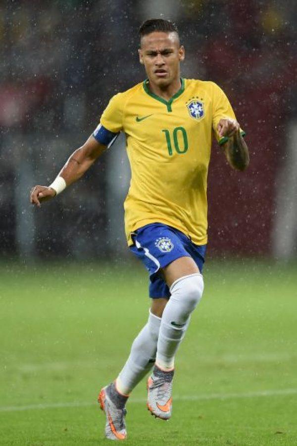 Tras enterarse de su castigo por insultar al árbitro chileno Enrique Osses y que la Confederación Brasileña de Fútbol (CBF) no apelaría la sanción, Neymar tomó un vuelo a Sao Paulo para comenzar con sus vacaciones. Foto:Getty Images
