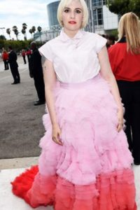 Lena Dunham, en un Giambattista Valli. Foto: vía Getty Images