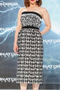 Emilia Clarke, con este Balenciaga. Foto:vía Getty Images