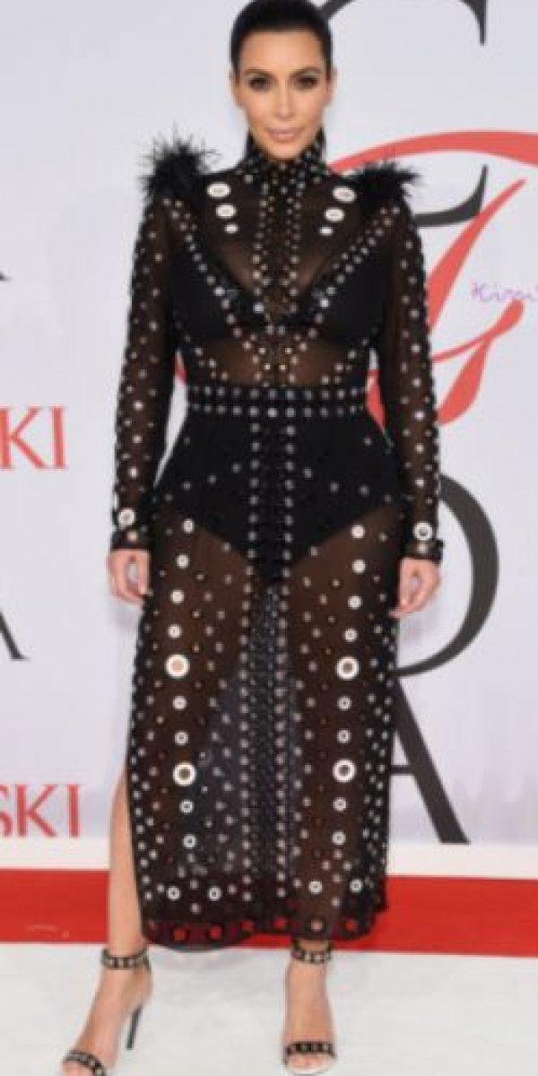 Kim Kardashian en un Proenza Schouler de otoño 2015. Foto:vía Getty Images