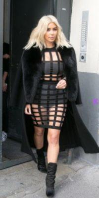 Kim Kardashian usando un Balmain. Definitivamente la figura de jaula se deforma. Foto:vía KimStyleGuide